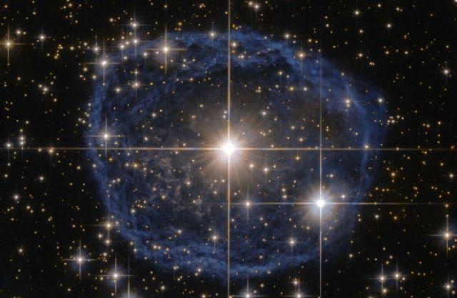 Το διαστημικό τηλεσκόπιο Hubble κατέγραψε σπάνιο εντυπωσιακό άστρο