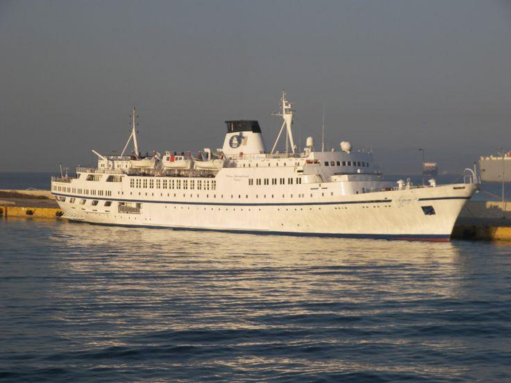 Το Arion (νυν Porto) πλευρισμένο στον Πειραιά. 03/07/2011.