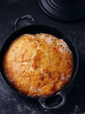 """Ein New Yorker Bäcker machte das """"no-Knead-Bread"""" (engl.: to knead = kneten) bekannt. Der Teig wird nur ein paar Mal geklappt. Unsere Variante mit Dinkel..."""