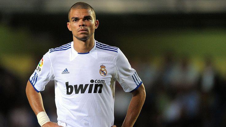 Transfer sezonu yaklaştıkça maalesef uydurma transfer haberleri de gündemdeki yerini almaya başladı. Son bomba Portekizli stoper Pepe.