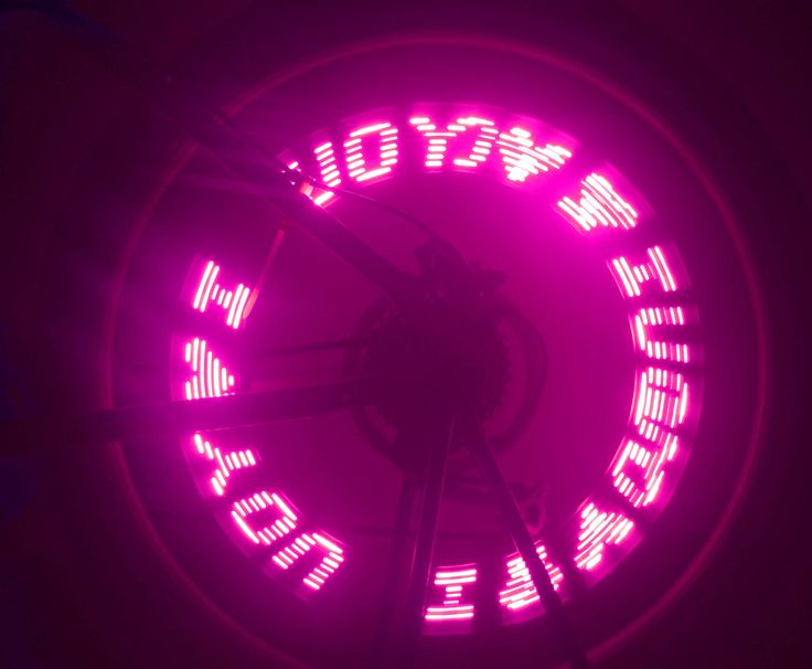 Hot Wheels Czyli nakrętki na wentyl rowerowy wyświetlający grafikę i tekst w trakcie jazdy. Prosto z Chin. Gadżet rowerowy z 36.pl