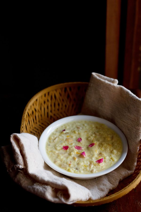 rice kheer recipe – a favorite indian dessert made with basmati rice, milk, nuts and saffron.  #kheer #desserts