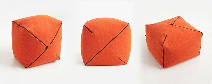 Projekt: Studio Tkaniny - Anna Trafas–Kowalczyk i Justyna Bagińska–Stosik, poduszki i pufy NYKRAM, 2011, do kupienia na nowymodel.org