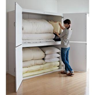 布団や掃除機が楽に入る押入れ代わりのモダン収納庫。布団や毛布から洋服も整理できる「押入れの代わり」の収納家具。幅は