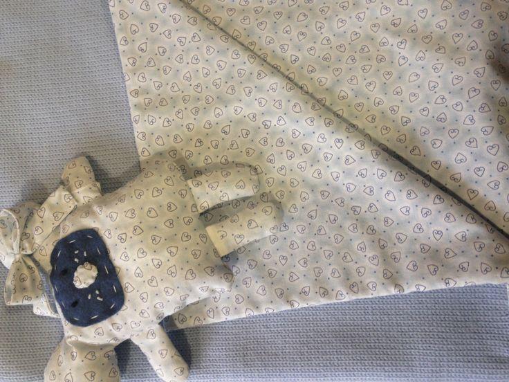 Handmade doll and knitted blanket for baby boy. Bambola e copertina fatta a maglia per neonato.