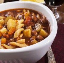Tato sytá a výborná polévka patřila údajně mezi oblíbená jídla již samotného Leonarda da Vinci. V Itálii se její složení trošku liší region od regionu a také ročním obdobím, ve kterém se právě vaří. Je totiž plná zeleniny a záleží na kuchaři, jakou do ní dá. Recept s bílými fazolemi je z Toskánska, z kraje, ze kterého slavný malíř pocházel