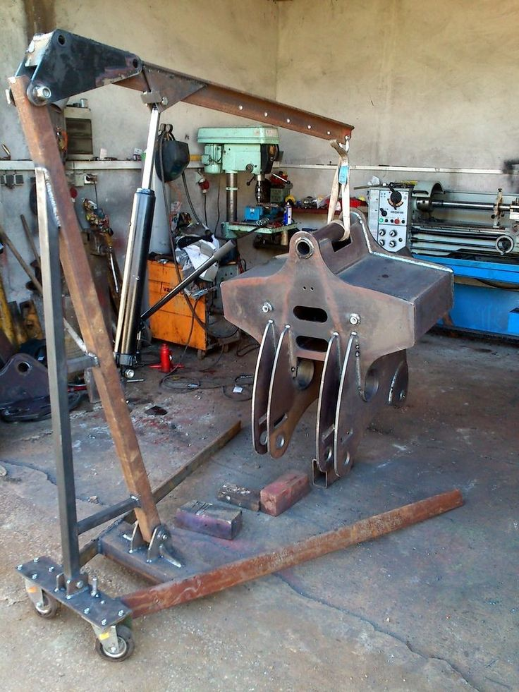 Shop Crane by BFreaky -- Homemade shop crane fabricated from steel and powered by a hydraulic cylinder. http://www.homemadetools.net/homemade-shop-crane-4