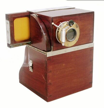 Antique Camera: Quta Photo Machine, c.1904-11. This camera was advertised to produce a complete picture in frame in less than a minute! Very cool, odd design with a fine wood finish.