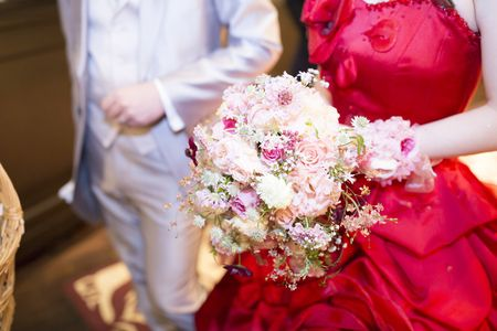 ホテルモントレ赤坂の花嫁様が、ブーケを持ってくださっている写真を、送ってくださいました。というだけなのに、つまりそれだけなのに、なんて、素敵な笑顔なんでし...