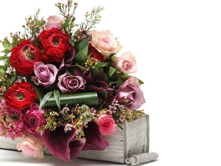 Lenyűgöző vegyes virágcsokor #flowers#bouquet#viragszoro#viragszoroviragkuldes#rose#raninculus#helleborus#calla