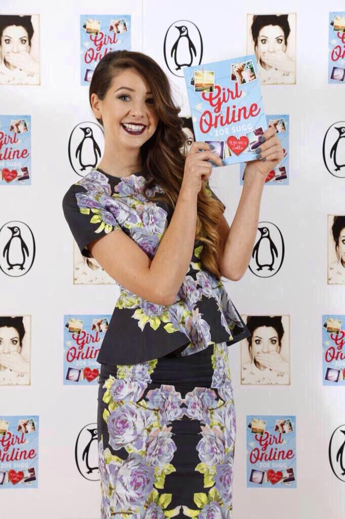 Zoë Sugg and her book Girl Online!