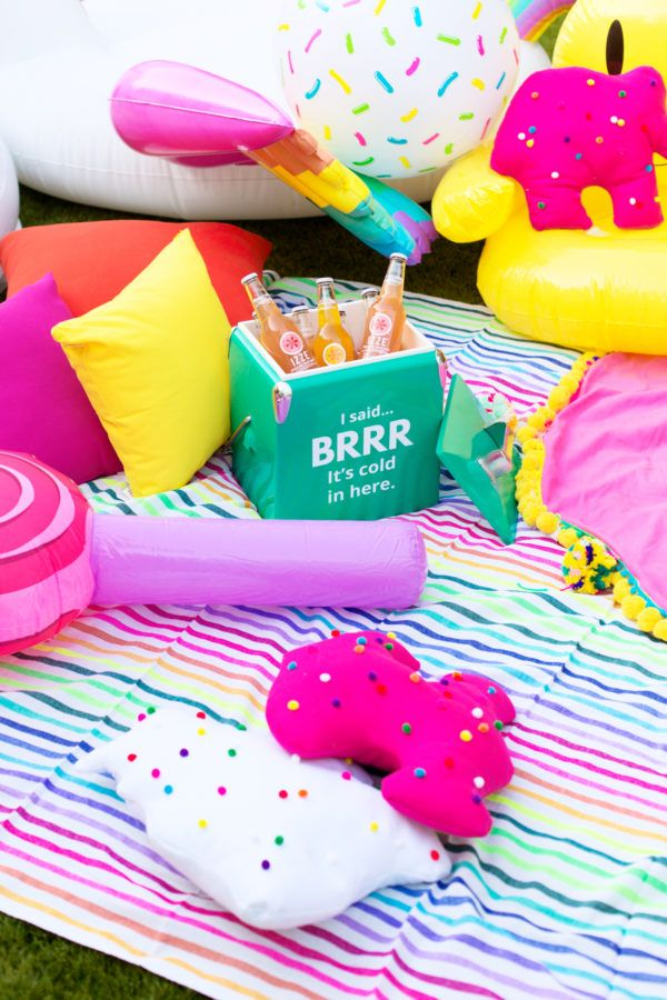 How To Throw A Colorful Backyard Movie Night! | studiodiy.com