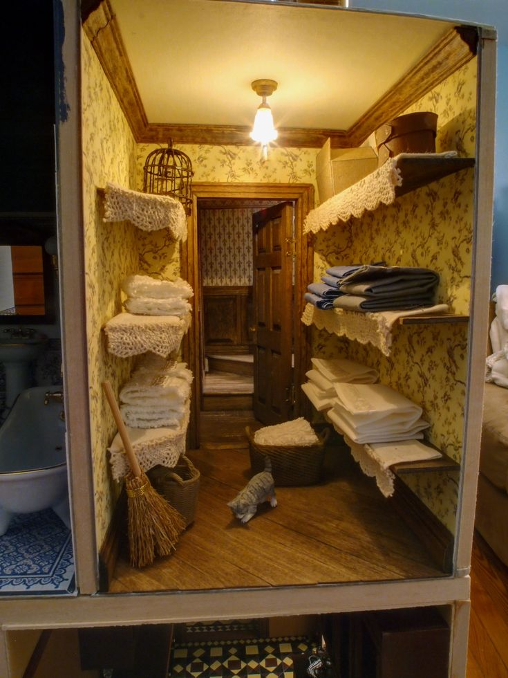 Nice Victorian dollhouse linen closet.  Great idea of what to do with that narrow room in your dollhouse!!