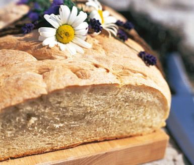 Detta jättebröd är ett saftigt och gott matbröd tillagat av solrosolja, vatten, mjöl och jäst. Brödet tillagas relativt enkelt och tillagningstiden är drygt en timma.