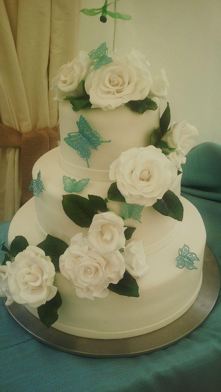 white roses wedding cake #weddingcake #whiteroses #butterfly #whitefondant @cakespopsandcookie
