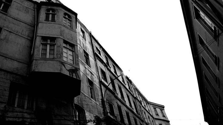 © Sebastián B.  @photography, #fotografía, #B&W, #Valparaiso, #Chile, #architecture, #arquitectura