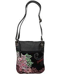 ### taška Desigual 48X5098/Bandolera Sweet Pekin - 2000/Negro ### Nádherná originální taška značky Desigual, která se zapíná na zip. Uvnitř je kapsa na zip a volně přístupné přihrádky. Vpředu je kapsa na zip. Taška má ramenní popruh s možností nastavení délky. Materiál je 100% polyuretan. Rozměry jsou cca 29 x 24 x 4 cm. Objem 3 L. Design u každého kusu jinak rozložen.