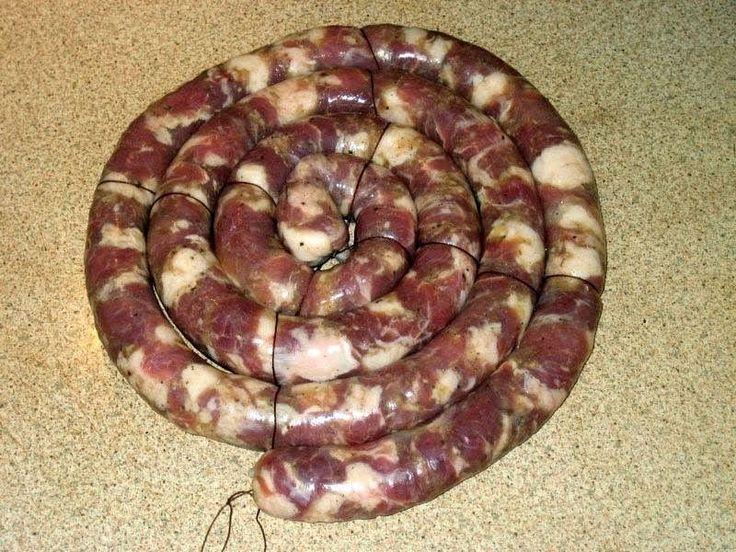 Увязать колбасу ниткой