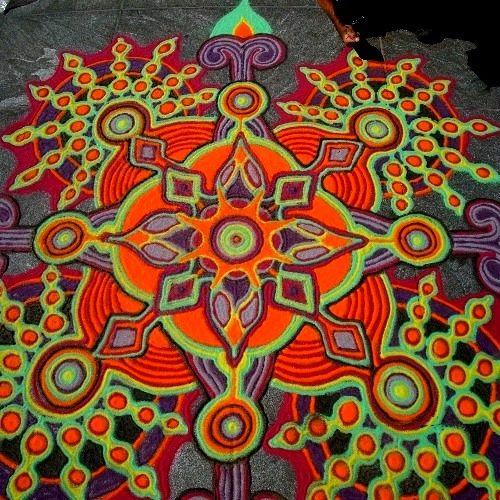 SVADHISTHANA La fuerza de la Tierra, la fuerza de la vida, se vuelve cultura: el poder tribal y el poder de la familia. Es a través de la cultura y la sociedad, del grupo, o la nación, que nos movemos en la vida... Trabajar el chakra 2 nos permite enfrentar el día con mayor seguridad, aplomo y conexión con el grupo. PERO ¡OJO!, EVITEN LAS OBSESIONES DEL GRUPO. Hay que ser más personales. Intenten tomar lo mejor, con su poder grupal, y soslayen lo peor, si pueden Mandala: www.joemangrum.com