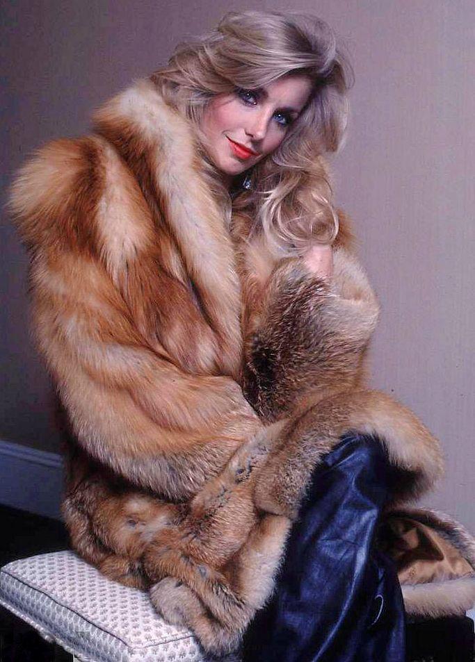 seductive-girl-in-fur