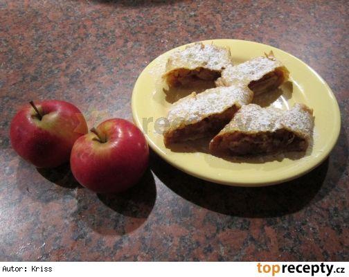 Jablečný štrúdl z domácího těsta