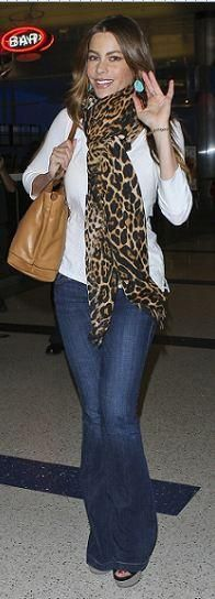 Who made Sof¨ªa Vergara\u0026#39;s leopard scarf, flared blue jeans, and tan ...