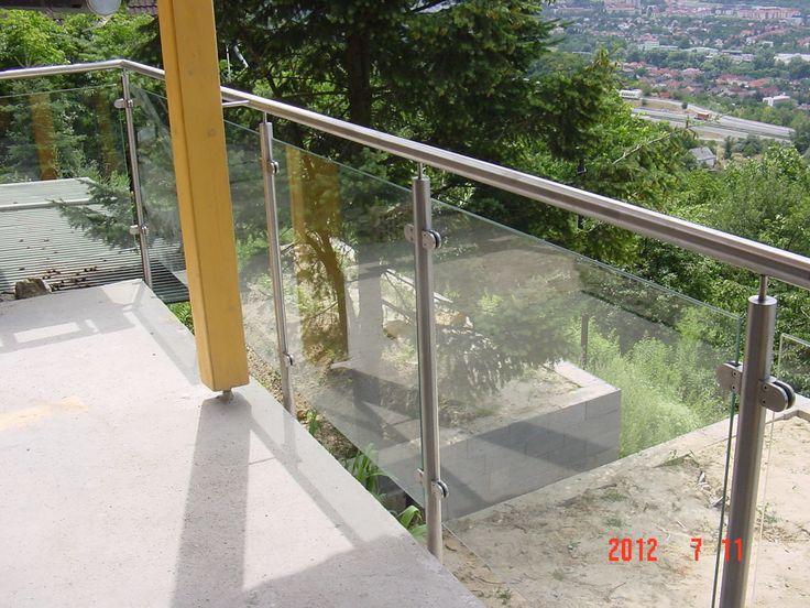 Az üvegkorlátok nem csak esztétikusak, hanem biztonságosak is!  Rendelhető akár edzett üveg is ilyen célokra, amelyet rozsdamentes oszlopok fognak össze!  http://rozsdamenteskorlat.eu/hu/galleries/view/25-ueveges-korlat