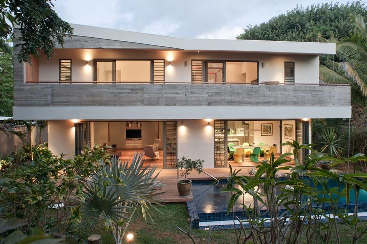 Mix of materials in tropical environment. Timber and off shutter concrete. Merville house by Rethink Studio Mauritius.