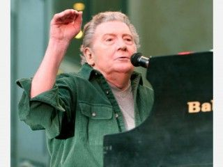 Jerry Lee Lewis Biography | http://www.browsebiography.com/images/7/8529-Jerry_Lee_Lewis_bio.jpg