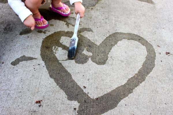 Mess-Free Sidewalk Painting | Mama.Papa.Bubba.