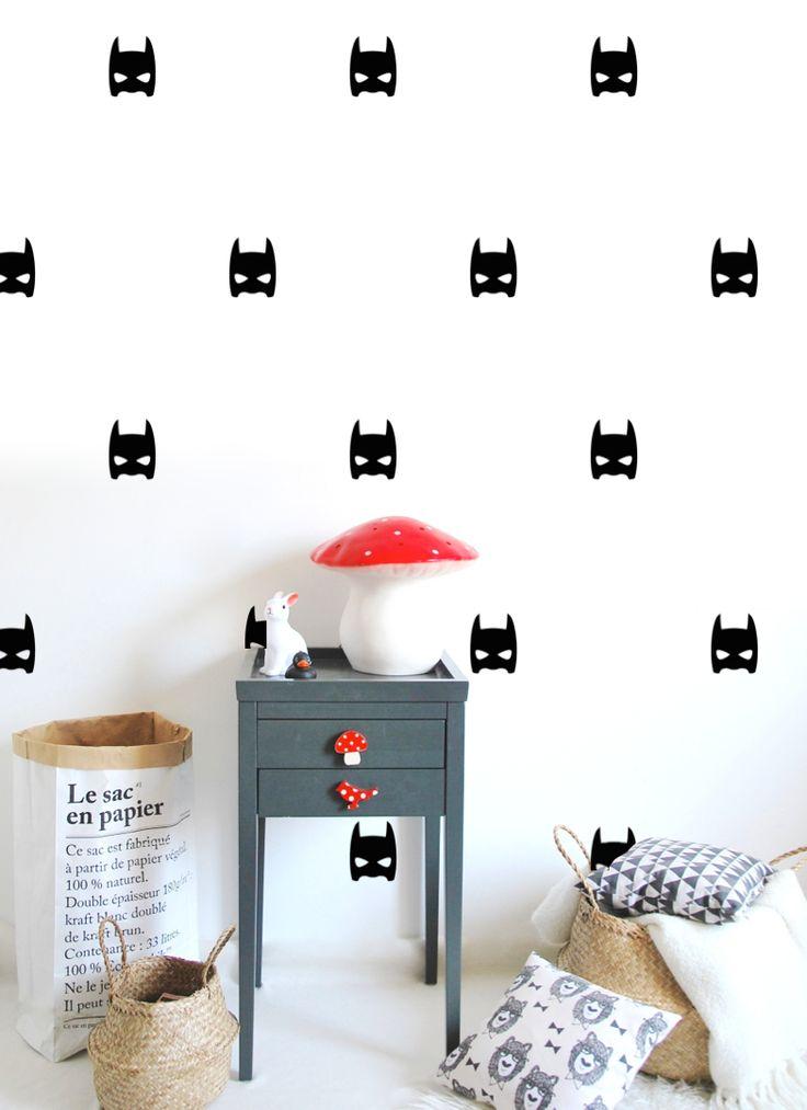 Batman wall stickers. Le nouveau catalogue Pöm ! Collection en quelques images (mobiles, stickers, muraux, coussins. Tous les stickers sont désormais mat ce qui leur donne un rendu très chic et surtout ils sont repositionnables et ne laissent aucune trace de résidus sur les murs.