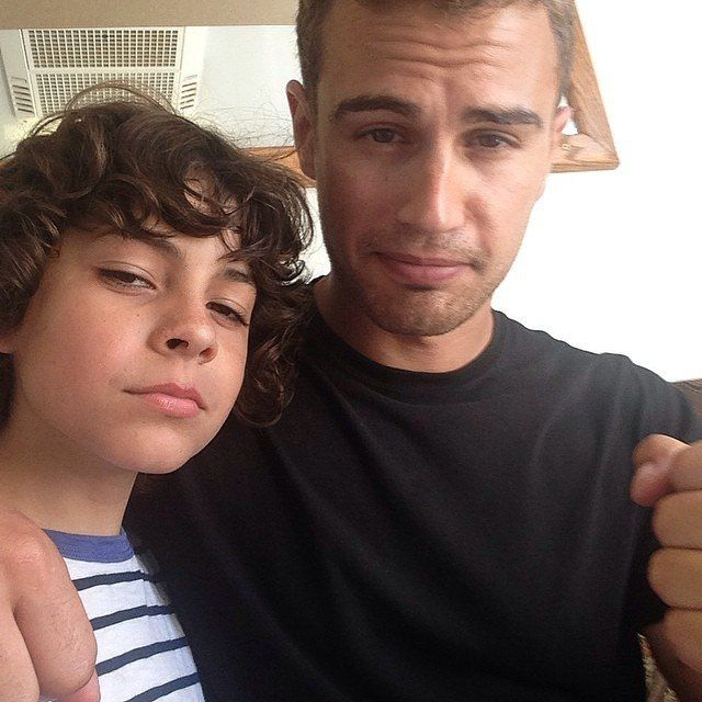 Theo James on the set of Insurgent With the kid who plays Hector.
