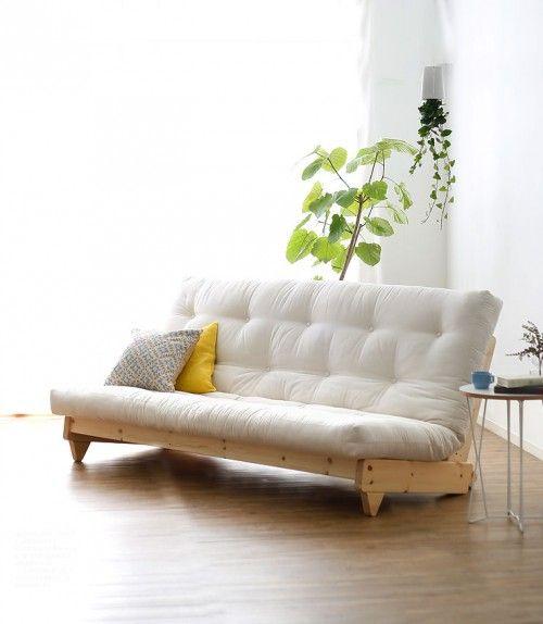 一人暮らしの寝室コーディネート】ベッドスペースを有効活用 ... 低めのソファになるので、狭い部屋でも圧迫感がありません。