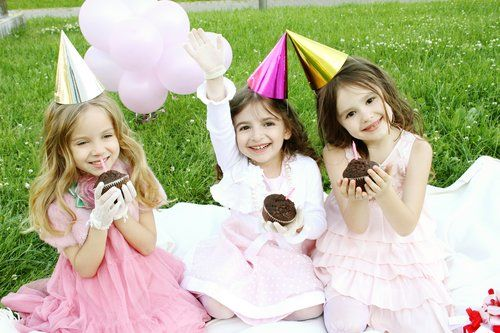 Affordable birthday party supplies make it easy for you to host your next party. We have everything you need including party goods, decorations, balloons party bags, party favours. Come and have a look! | life is a party Melbourne, themed party packs, party hire