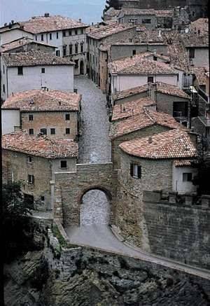 Oltre 25 fantastiche idee su facciate delle case su for Schierandosi dalla roccia in casa