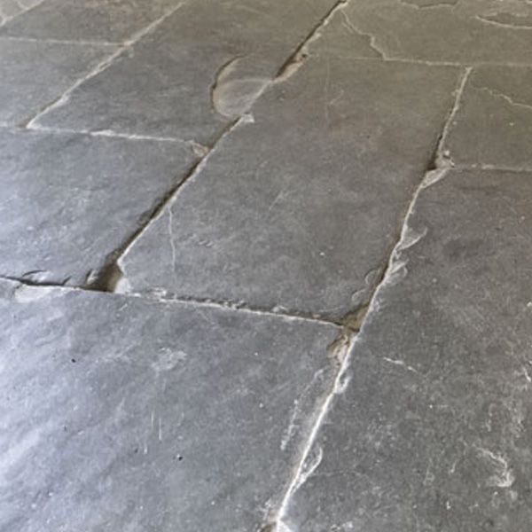 Our hardwearing slate herringbone tiles can be used inside and outside to create a traditional, popular herringbone pattern.