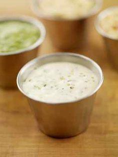 Houston's Buttermilk Garlic Salad Dressing from CopyKat.com