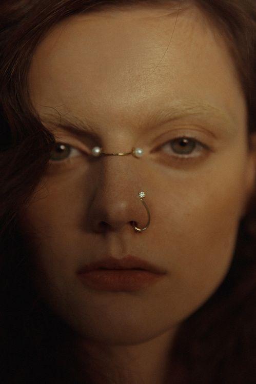 Bijoux de corps Not Your Average Beauty de Joanne Tan en or jaune, perles et diamant