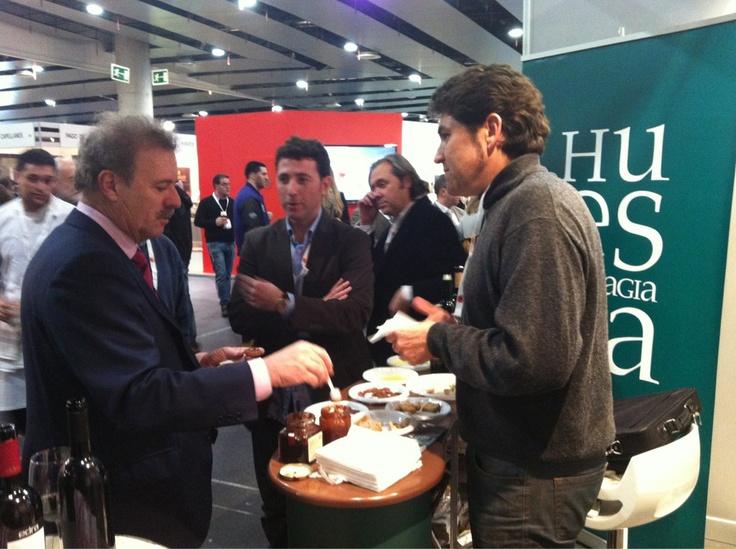 Digital 2 Social Media estuvo con Manuel Campo Vidal degustando las mermeladas artesanas de Huesca Alimentaria en el stand de 'Huesca, la Magia de la Gastronomía' en Madrid Fusión  @Huesca_LaMagia