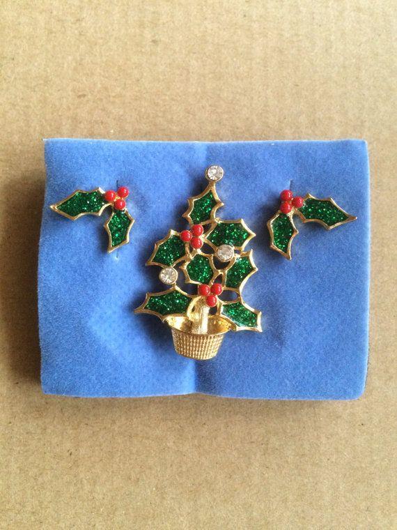 Avon \u0027Christmas Tree Holly Earrings and Pin\u0027 Avon Jewelry