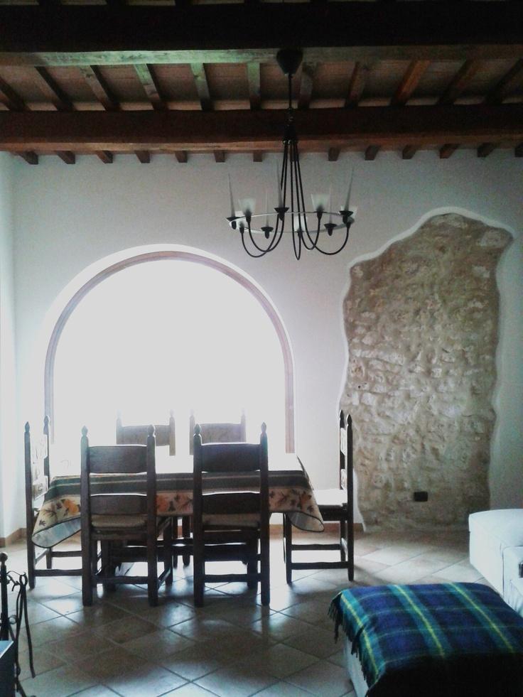 Sala da pranzo #tavolo #vetrata #CasaleLaSpada ad Acquasparta Umbria