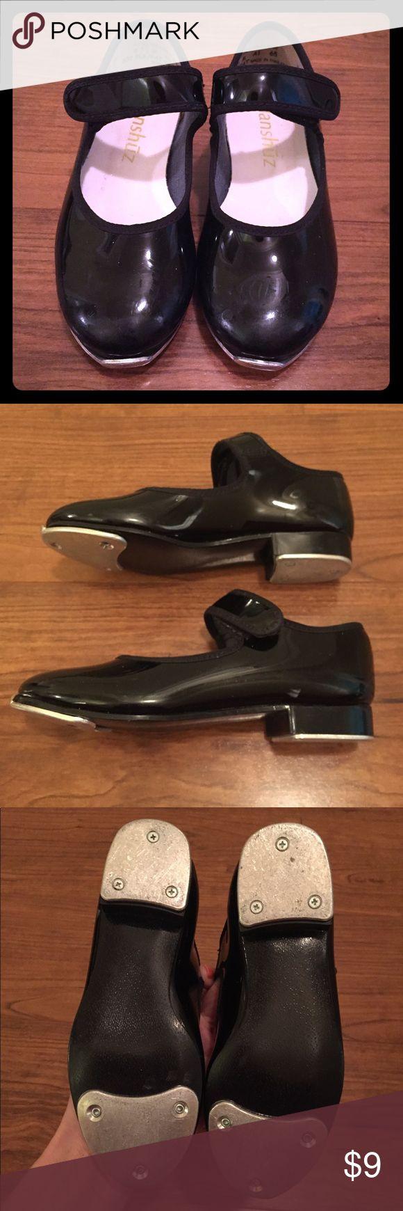 💋 Size 8.5 (8-1/2) Black Tap Shoes Danshuz Black Tap Shoes. Size 8.5 (8-1/2). Worn one dance season. Definite wear still left in them! Listing as Capezio for exposure. Capezio Shoes
