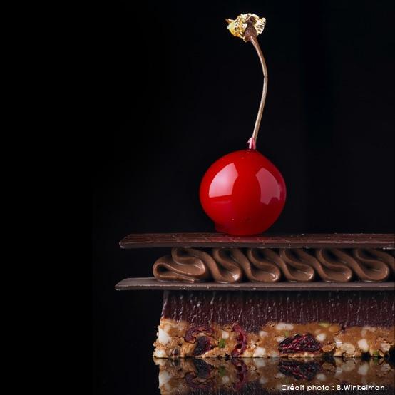 Lenôtre - L'alliance de la robustesse du chocolat et de la douceur de la griotte.