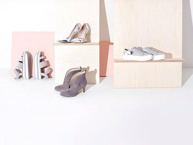 Scarpe, scarpe e ancora scarpe. Le amiamo se sono sneakers o sandali, tronchetti o decollete e ci convinciamo di averne bisogno. O perlomeno di aver bisogno sempre dell'ultimo modello. Sarà un'ossessione? :D