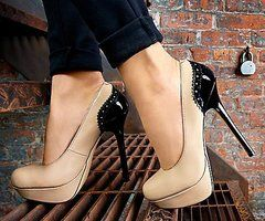 <3 #shoes #heels: Colors Combos, Nude Shoes, Fashion, Style, Pumps, Nude Heels, Steve Madden, Black Heels, High Heels