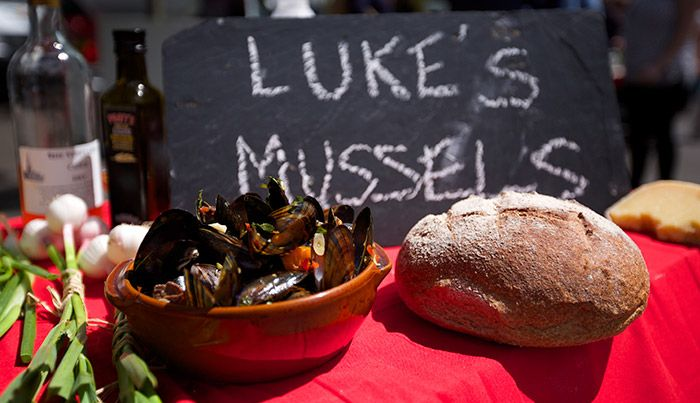 Luke's Mussels http://gustotv.com/recipes/lunch/lukes-mussels/
