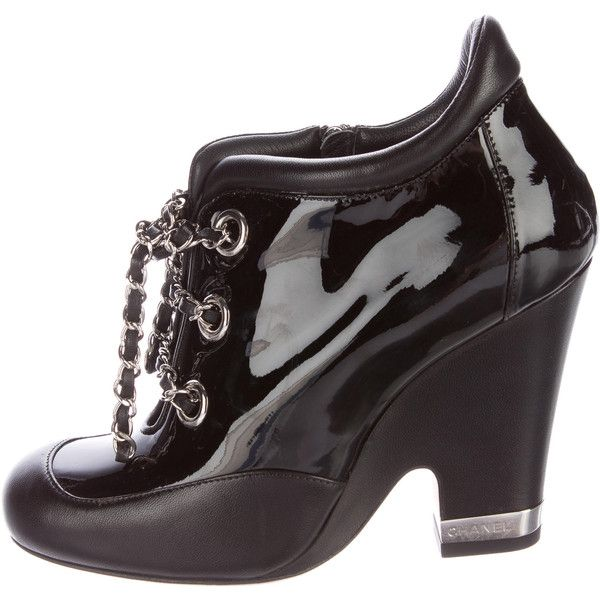 Pre-owned Chanel Patent Leather Chain-Link Booties ($725) ❤ liked on Polyvore featuring shoes, boots, ankle booties, black, black patent leather booties, lace up ankle booties, patent leather boots, lace up booties and black patent booties