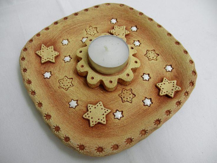Svícen na čajovou svíčku Ze šamotové hlíny, velikost 16x16 cm.