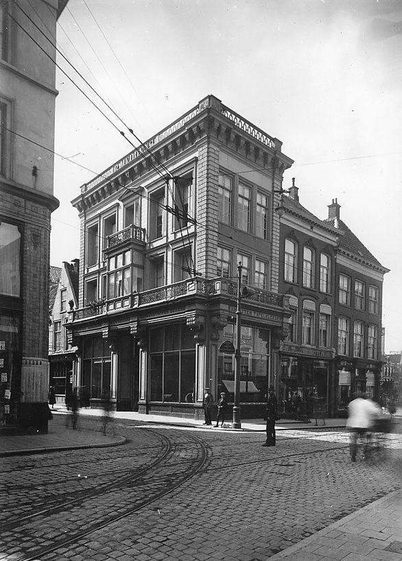 Herestraat 1 - Tussen beide Markten 2-4, Groningen, 1922. Foto P. Kramer, collectie RHC Groninger Archieven (1785-2391)