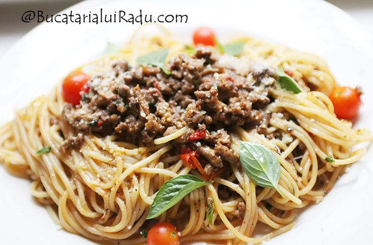 Spaghetti bolognese - O reteta ne-traditionala, populara pe mamamond cu milioane de oameni dar care totusi nu se face in Italia. Cel putin nu in stilul asta